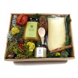 "Christmas honey gift box with matured cheese ""Linkėjimai"""
